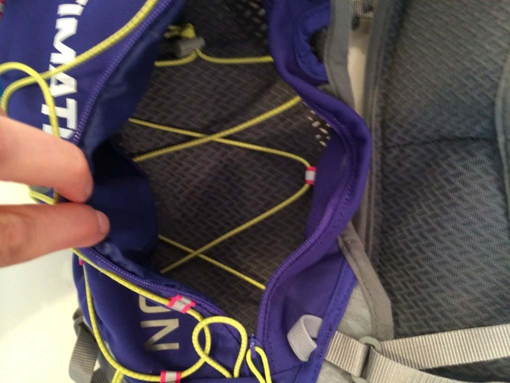 A peek inside the UD Vesta - elastic you can tighten to ensure the contents don't move around excessively